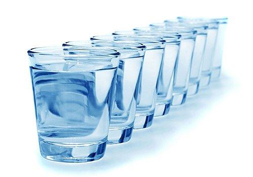每日飲八杯水的謎思