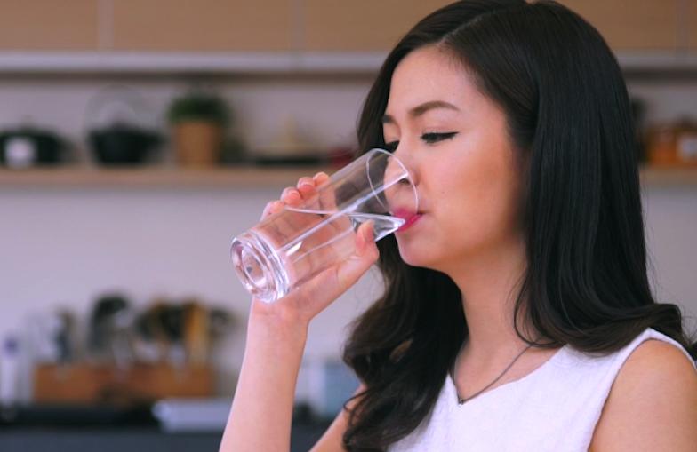 睡前一杯鹼性水竟然有這效果!